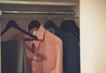 Rödcederträ – husmorsknepet mot skadedjur i garderob